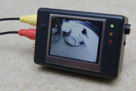 Un écran LCD intégré pour visualiser vos signaux vidéos
